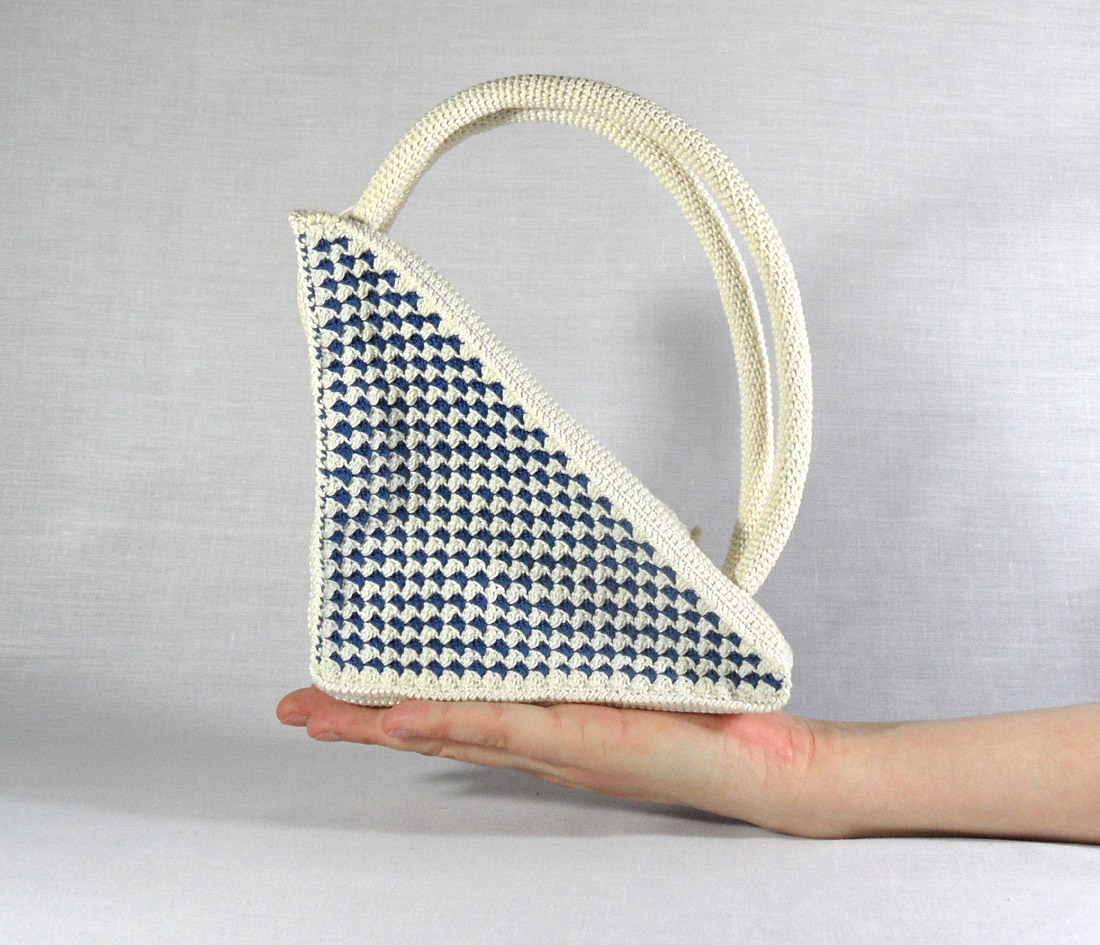 Crochet Pattern for Retro Triangle Purse with round ...