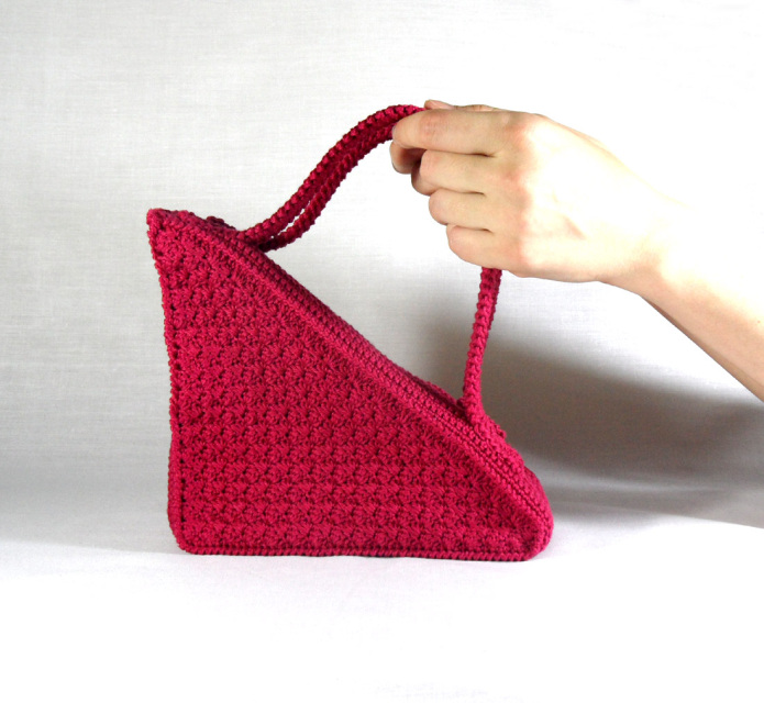 Crochet Pattern for Triangle Bag with flat handles - P0001